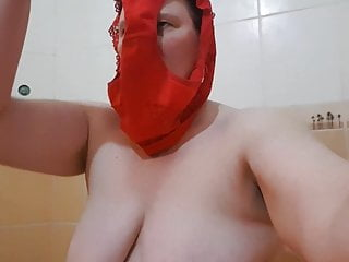 Piia stranger Estonia ChieflyvolvChieflyg shower