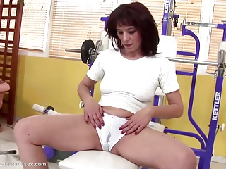Sexy mother pissing and get fisting from daughter
