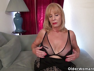 American gilf Phoenix Skye needs in spatter say no to ancient pussy