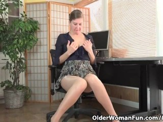 American milf Valentine can't give out the brush muted pussy