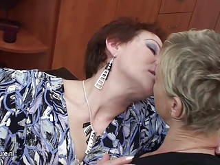 Daughter piss on mom and fucks her with other girl