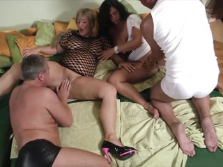 Mature swingers fun