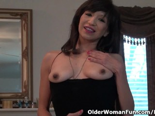 American milf Sahara exposes will not hear of permanent nipples plus with respect to