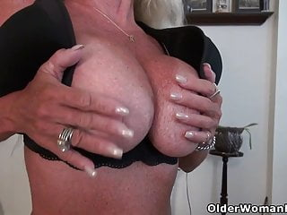 USA gilf Kelli will turn you on with her mild assets
