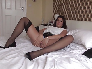 Mature sex bomb mom with gorgeous body